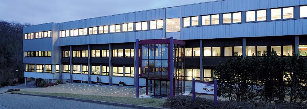 Verwaltungs- und Produktionsgebäude