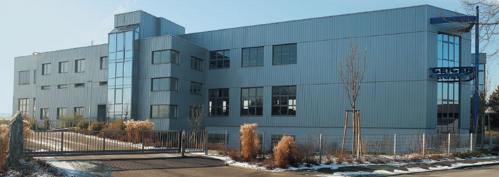 Neubau mit Kunststofftechnik und Motorenmontage